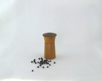 Spices and pepper mill in Osange Orange,hourglass style with std mécanisme / 4.5 in
