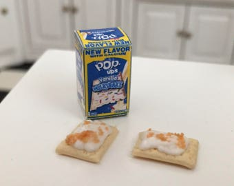 Miniature Toaster Pastries and Box, Miniature Pop Ups Pop Tarts, Dollhouse Miniature, 1:12 Scale, Dollhouse Food, Accessory, Mini Food
