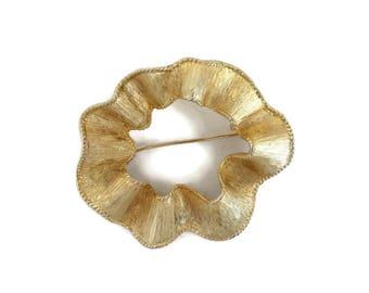 Abstract Circle Brooch, Vintage Circle Pin, Sarah Coventry Gold Brooch, Wavy circle Pin, Gift Ideas