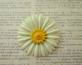 White Daisy Yellow Center Flower Enamel Brooch, Vintage, Mustard Yellow Center, Collectible Jewelry, Bridal Brooch Bouquet