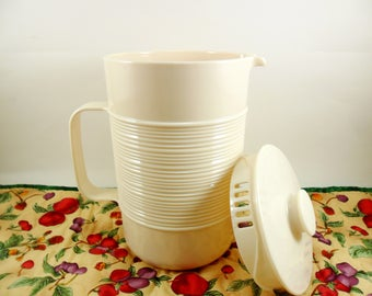 Rubbermaid Pitcher 2678 White - Vintage