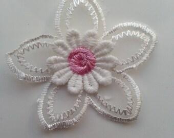 double fleur en dentelle  blanc et rose  50mm
