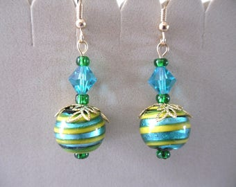 Earrings Indian glass beads, silver - leaf inclusion spirals green and yellow