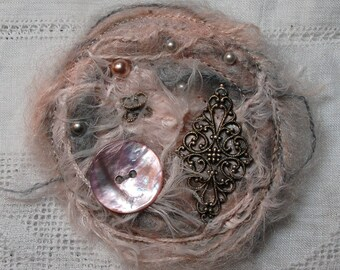 Brooch in pink and grey mohair