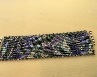 Hummingbird peyote stitch beaded bracelet