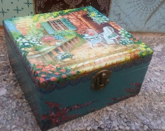 Wooden box to store jewellery and souvenirs. Box of tea. Box decorated with decupage.  Jeverly box. Vintage Wooden box. Storage box.