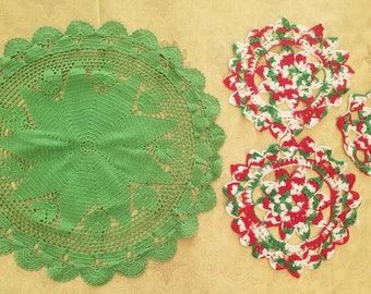 Vintage Doily Christmas Crochet Center 4 Piece Lot Green Red Decorations A43