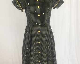 1950s day dress with contrasting yellow details