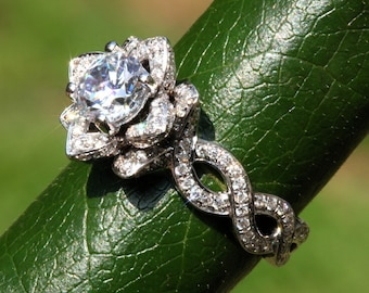 EVER BLOOMING LOVE - 1.50 ct Infinity Diamond Engagement Flower Ring - Ring on a green leaf - Rose - Lotus - Beautiful Petra Patented - fL06