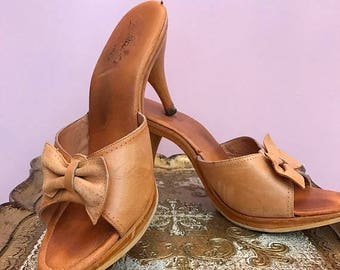 1950s shoes vintage mules 1950s slides pin up shoes size 8 tan shoes with bows wooden shoes rockabilly shoes