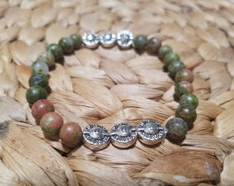 Green unakite stone spacer with 6 silver plated metal sun
