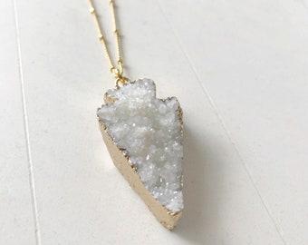 arrow necklace / white //