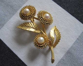 SIGNED BSK PEARL Flowers Brooch