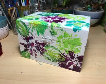 Pressed Flowers - Acrylic Paint - Wooden box