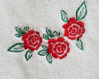 Rose embroidered pair of bath towels