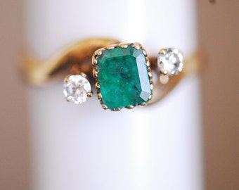 18K Solid Gold DIamond Emerald VINTAGE Ring  6JTI
