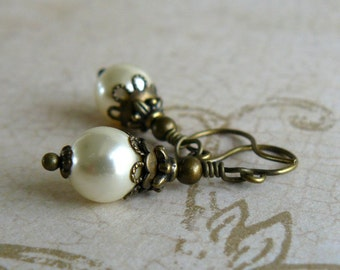 Cream Pearl Earrings, Off White Swarovski Elements Crystal Pearls, Vintage Style Romantic Jewelry, Cream Swarovski Pearl