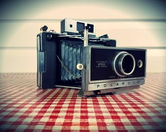 Vintage 1968 Polaroid 250 Automatic Land Camera with Zeiss Rangefinder, Ready-to-Shoot!
