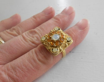 Vintage goldtone ring.  Small retro ring.  Opal.