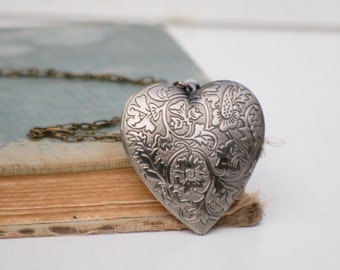 Heart Locket Necklace Silver Heart Locket Pendant Silver Floral Heart Gift for Her Anniversary Gift Valentine Heart Photo Locket