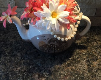 Teapot Centerpiece / Alice in Wonderland / Mad Hatter Party