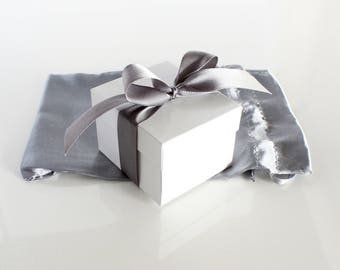 Gift Wrapping With Gift Tag