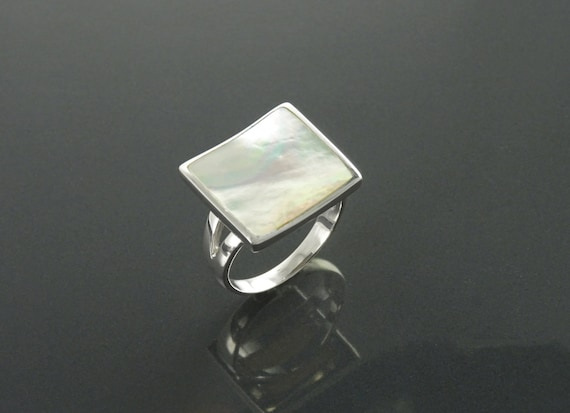 Square Pearl Shell Ring, Sterling Silver, Curved Geometric Stone Ring, Flat White MOP Gemstone, Hollow Modern Jewelry, Rainbow Color Stone