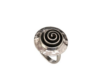 Sterling circle large ring, spiral design ring, silver hammered ring, black oxidized jewel, handmade band, adjustable band, index ring
