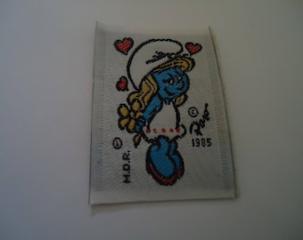 coat sewing - SMURFETTE - size 3.1 * 4.5 cm