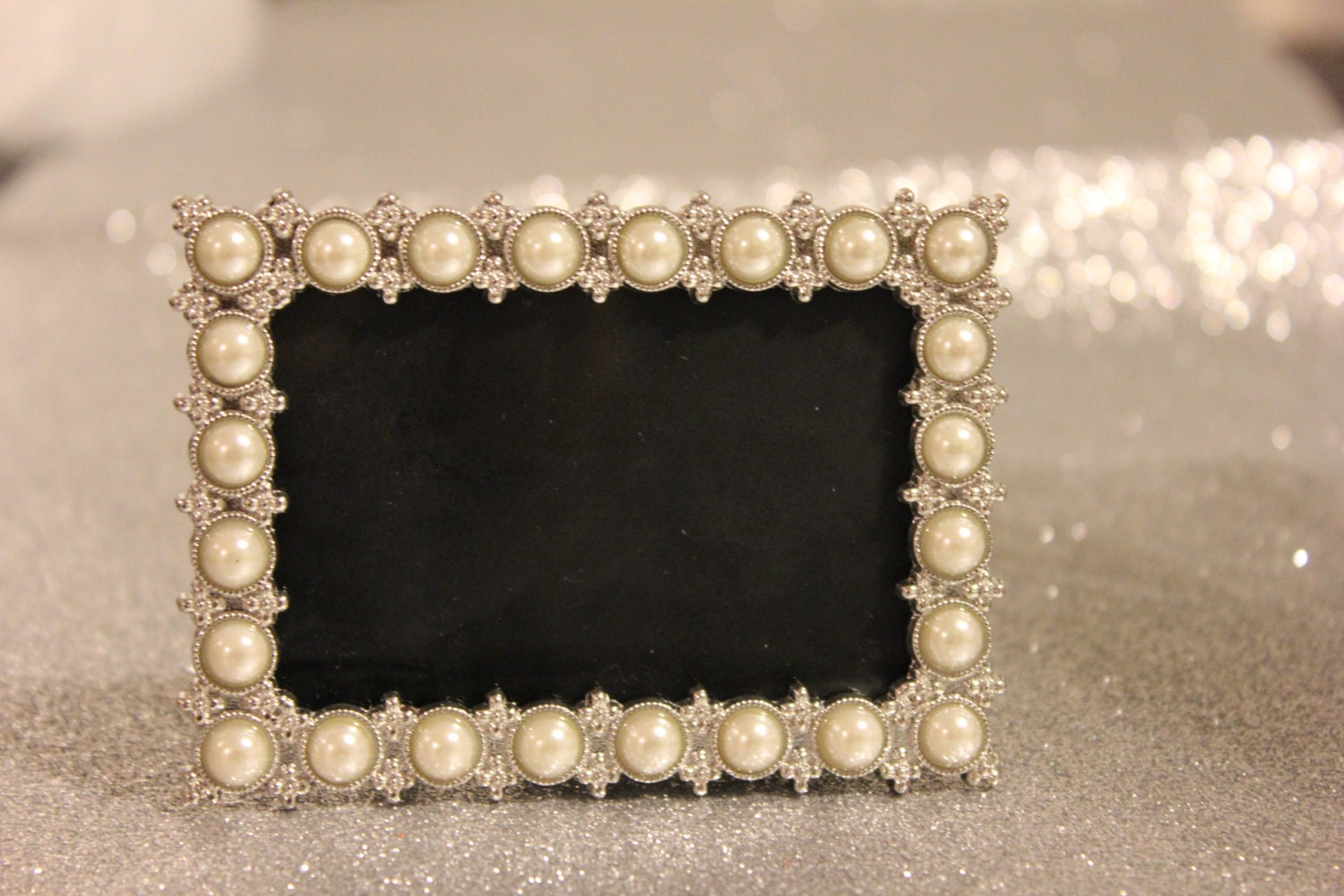 Mini PEARL FRAME Vintage Style Pearls Bling Silver Table