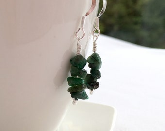 Raw Emerald earrings, Emerald chip earrings with Sterling silver, Emerald gemstone earring, May birthstone jewellery, Taurus, raw crystal