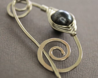 Silver shawl pin or scarf pin with black pearl herringbone wrapped and spiral closure - Pearl pin - Cardigan clasp - Sweater clip - SP064