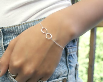 Personalized 925 sterling silver Infinity bracelet with initial charm, monogram letter Stamped disc, bridesmaids Graduation everyday jewelry