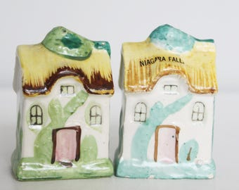 Vintage 1950's Cottage Salt and Pepper Shakers - Vintage Made in Japan Niagara Falls Souvenir