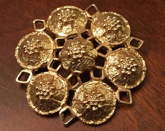 Sarah Coventry Gold Tone Flower Brooch / Pin