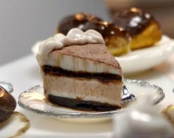 Miniature Cheesecake Slice Tiaramasu 1:12 Scale Model Miniature dessert dollhouse