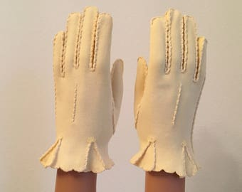 Lovely Vintage Gloves ... Soft Yellow