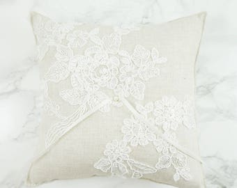 Wedding Ring Pillow / Ring Bearer Pillow / Ring Pillow with Alecon Lace / Rustic Ring Pillow / Linen Ring Bearer Pillow