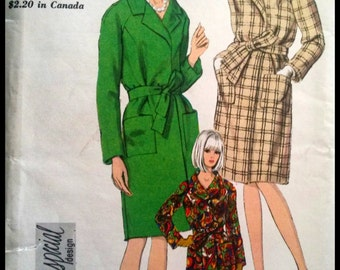 Vogue Special Design Pattern No. 7002 Misses' Coat   Size 10 UNCUT  ca. 1967