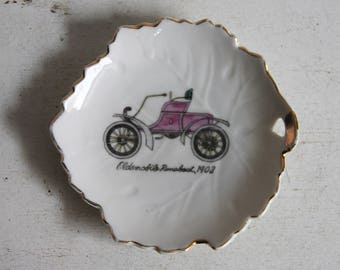 Belgian Petit Four dish with oldsmobile drawing