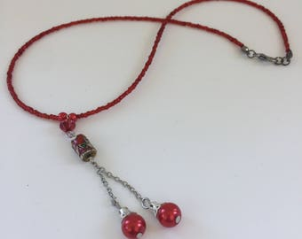 Red bead necklace with Asian style bead and chian pendant. N12