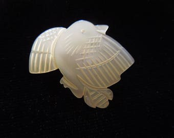 Vintage Dove Brooch or Pin.  Carved Mother or Pearl.  Small Cute Piece.  Excellent Condition.