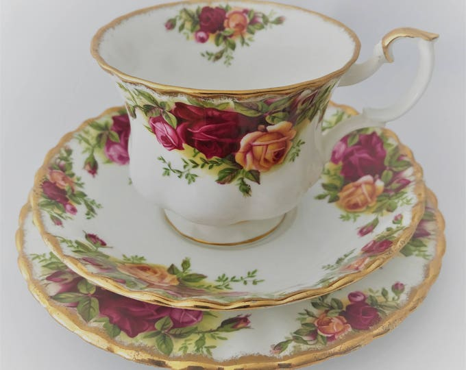 Trio-cup/saucer/sideplate Royal Albert Bone China Old Country Roses