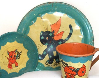 1930's tin toy tea set with Gingham Dog & Calico Cat litho by Ohio Art Co.