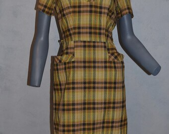 1950s early 60s plaid Sheath dress. Yellow and brown plaid with patch pockets. Wiggle dress mad men. Bust 36