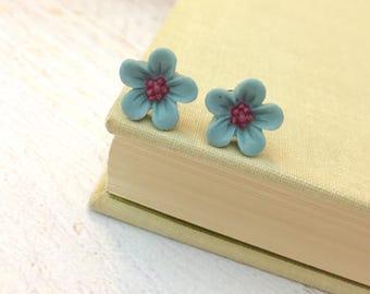 Gray Blue Daisy Studs, Blue Flower Earrings, Flower Girl Earrings, Sensitive Ear Studs, KreatedByKelly (SE3)