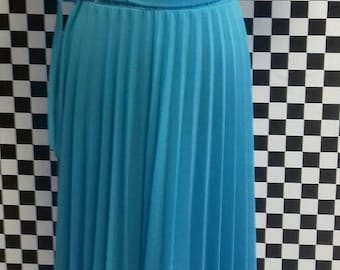 Light blue summer dress with pleated skirt - M/L