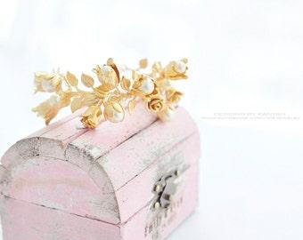 Rose gold, Gold tone Floral pearl bracelet. Rose pearl floral bracelet. Bridal rustic bracelet.Fairy tale bridal bracelet. Goddess bracelet.
