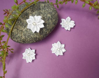 Flower in white satin - 2.50 cm - sold individually