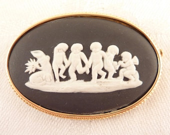 Vintage 18K Gold Black and White Wedgewood Jasperware Putti Scene Oval Brooch with Trombone Clasp